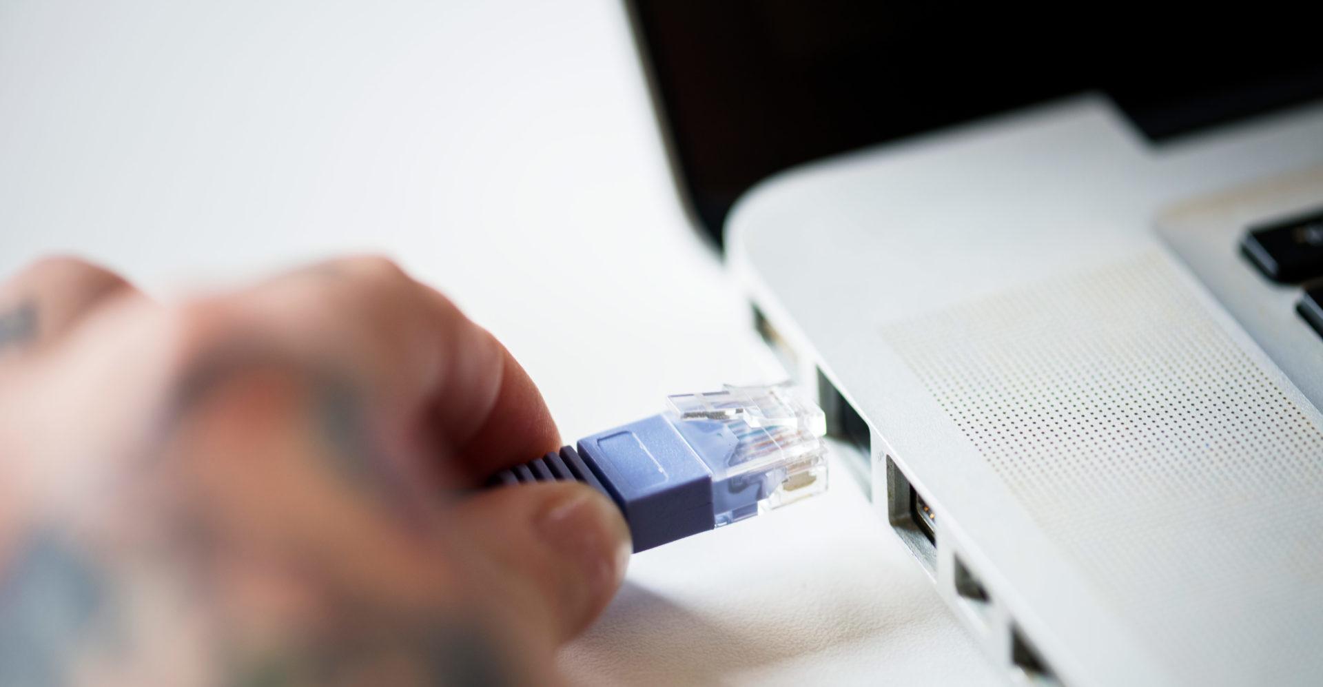cara menyambungkan kabel lan ke laptop